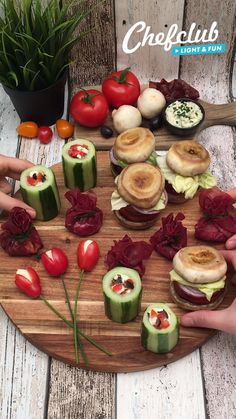 Appetizers For Party, Appetizer Recipes, Food Garnishes, Food Platters, Food Decoration, Creative Food, Food Presentation, Healthy Snacks, Easy Meals