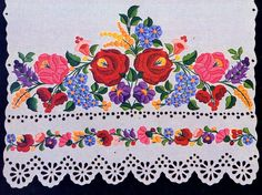 Embroidery of Kalocsa, Bács-Kiskun county, Hungary Chain Stitch Embroidery, Learn Embroidery, Embroidery Stitches, Embroidery Patterns, Hand Embroidery, Beginner Embroidery, Stitch Head, Art Tribal, Hungarian Embroidery