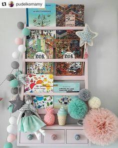 Pastelowe love od niesamowitej @pudelkomamy! Pastel love from stunning @pudelkomamy! 🌸  #ksiazki #polka #pokojdziewczynki #girlsroom #pokojdziecka #kidsroom #kidsroominterior #kidsinterior #kidzinteriors #kidsinteriors  #kidsperation #girlsroomdecor #kids_interior1 #kids_universe #decorforkids #nursery #nurserydecor #decor #interiors #mjakmieszkanie #kidsdecor #pastele #pastelove #knobs #bringsomeregalka #interior4all