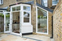 Hire interior designers and builders London for loft conversions and house extensions, such as side return kitchen extensions for Victorian terraced houses. Get an instant online quote and see how you can benefit from a side return extension. Glass Extension, Roof Extension, Extension Ideas, Builders London, Side Return Extension, Victorian Terrace House, Pergola Plans, Diy Pergola, Pergola Shade