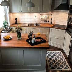 39 Magnificient Small Kitchen Design Ideas On A Budget Having a huge ki. - 39 Magnificient Small Kitchen Design Ideas On A Budget Having a huge kitchen complete with - Home Decor Kitchen, Rustic Kitchen, Diy Kitchen, Kitchen Dining, Kitchen Flooring, Island Kitchen, Kitchen Hacks, Kitchen Sink, 10x10 Kitchen
