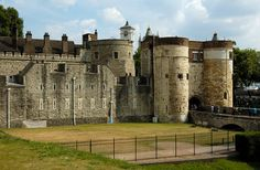 Tower of London, London, England Places Around The World, Oh The Places You'll Go, Places To Travel, Places Ive Been, Places To Visit, Scary Places, Haunted Places, Tower Of London, London Castle