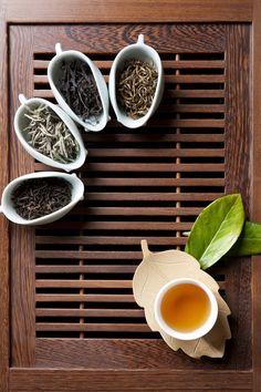 Fresh loose leaf tea and a cup of tea. Love a beautiful tea and the aroma has to be amazing. Chinese Herbal Tea, Chinese Tea, Best Loose Leaf Tea, Chai, Vegan Teas, Autumn Tea, Perfect Cup Of Tea, Tea And Books, Cream Tea
