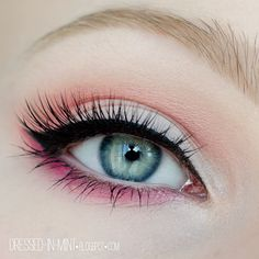 eye make-up eyeliner and black mascara with eyeshadow in pink and coral Pretty Makeup, Love Makeup, Beauty Makeup, Makeup Looks, Awesome Makeup, Simple Makeup, Girls Makeup, Cute Eye Makeup, Normal Makeup