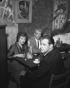 Raymond Burr as Perry Mason, Barbara Hale as Della Street, and William Hopper as Paul Drake