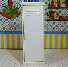 MARX-LAUNDRY-LOCKER-CABINET-Vintage-Miniature-Dollhouse-Furniture-Renwal-1-16 Miniature Dollhouse Furniture, Vintage Dollhouse, Dollhouse Miniatures, Red And White Kitchen, Kitchen Sets, Dollhouses, Lockers, Tin, Laundry