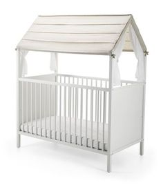 Stokke® Home™ Crib Roof is a soft, light canopy that shades your baby – creating a protective and peaceful place for your newborn to sleep. As your child grows the textiles encourage creative play by creating  a roof on their little house.