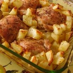 Arabic Food Recipes: Lebanese Chicken and Potatoes Recipe. super easy for those lazy days! Middle East Food, Middle Eastern Recipes, I Love Food, Good Food, Yummy Food, Tasty, Potato Recipes, Chicken Recipes, Soy Chicken