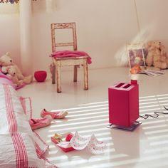 ZVLHČOVAČ IDEÁLNY DO DETSKEJ IZBY   Ultrazvukový zvlhčovač ANTON od Stadler Form Anton, Toddler Bed, Gadgets, Kids Rugs, Furniture, Home Decor, Child Bed, Decoration Home, Kid Friendly Rugs
