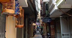 Ulička v Hanoji. #hanoj #cestovani #hoankiem #travel #vietnam