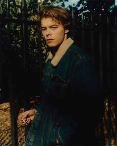 Charlie Heaton missed 'Stranger Things' premiere party due to alleged cocaine incident Stranger Things Premiere, Stranger Things Funny, Stranger Things Netflix, Stranger Things Jonathan, Beautiful Boys, Pretty Boys, Charlie Heaton, Jonathan Byers, Stranger Things Aesthetic