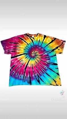 Tye Die Shirts, Diy Tie Dye Shirts, Diy Shirt, Cool Tie Dye Designs, Cool Tie Dye Patterns, Tie Dye Folding Techniques, Tie Dying Techniques, Easy Diy Tie Dye, How To Tie Dye