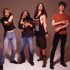 Ideas for funny pics dirty guys people Chris Cornell, Super Funny Pictures, Funny Pics, Matt Cameron, Estilo Grunge, 90s Grunge, Temple Of The Dog, Audio, Pearl Jam