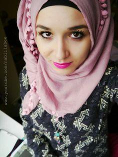 Pom pom low know hijab Modest Fashion, Hijab Fashion, New Hijab Style, Ootd Hijab, Hijab Tutorial, Pink Lipsticks, Turban, Role Models, Everyday Fashion