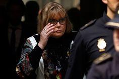 """Servini de Cubría: """"Hay llamados entre narcos y teléfonos de la Rosada"""" http://www.ambitosur.com.ar/servini-de-cubria-hay-llamados-entre-narcos-y-telefonos-de-la-rosada/ La jueza federal que investiga el caso de la efedrina admitió que en el expediente figuran llamados de supuestos narcotraficantes a la Casa Rosada. Dijo que las mafias de la droga operan con respaldo de """"alguien importante"""". Criticó a Justicia Legítima.    La jueza María Servini de Cubría admitió"""