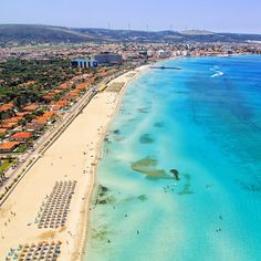 Ilica beach is the longest beach of the Cesme peninsula. Also Its one of the best beach in Turkey with its white sand and turquoise sea. Turkey Resorts, Turkey Destinations, Turkey Vacation, Turkey Travel, Alacati Turkey, Cool Places To Visit, Places To Go, Turkey Culture, Visit Turkey