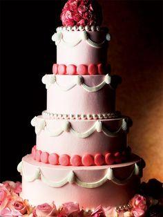 シャングリ・ラ ホテル 東京(Shangri-La Hotel, Tokyo)  Wedding Cake 世界にひとつのウエディング・ケーキ ふたりのリクエストに応えて作る、オリジナルのウエディング・ケーキ。