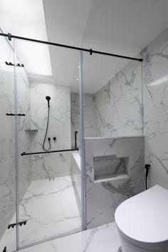 Love the little insert beside the toilet. #bathhrom #ibathroomdesign