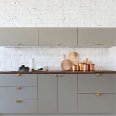 @sarahshermansamuel recently collaborated with @semihandmade and @parkstudio_la to give your #cabinets and #cabinethardware a modern update. \\\ Learn more on designmilk.com!