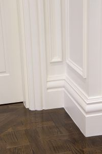 Intrim provided timber mouldings to create a classic hamptons style interior including skirting, architraves & mouldings to complete this flawless interior. Hamptons Style Homes, Hamptons Decor, Hamptons House, The Hamptons, Timber Mouldings, Moldings And Trim, Hallway Decorating, Interior Decorating, Architrave