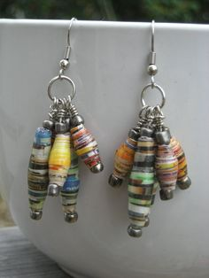 i have some paper beads this i have to try! Make Paper Beads, Paper Bead Jewelry, Quilling Jewelry, Beaded Jewelry Designs, Fabric Jewelry, Paper Quilling, How To Make Beads, Fabric Beads, Handmade Beads