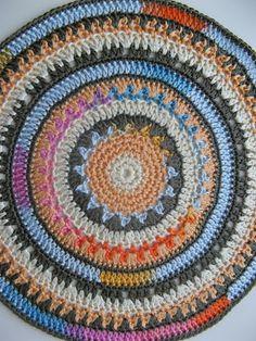 Ramona rada: Daudzkrāsu mandala / Multi-coloured crochet mandala