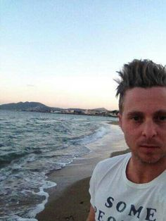 Ryan at the beach! Onerepublic, Pop Rock Bands, Cool Bands, Ryan Tedder, All Falls Down, Eddie Fisher, Japanese Men, My One And Only, Imagine Dragons