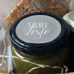 Hallo Ihr Lieben, hier kommt das versprochene Salbei-Pesto-Rezept.Das Pesto ist eine Kreation von Mark und ich finde es zum Niederknien! Wir haben extra viel Salbei angebaut dieses Jahr und nun ist…