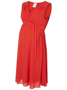 Beautiful red dress from Mamalicious. Ideal for a night out with your friends.