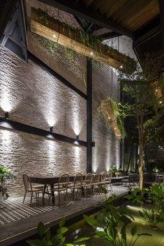 Image 9 of 60 from gallery of An'garden Café / Le House. Photograph by Hiroyuki Oki Restaurant Interior Design, Shop Interior Design, Cafe Design, House Design, Interior Decorating, Restaurant Lighting, Outdoor Restaurant, Cafe Restaurant, Resto Vegan