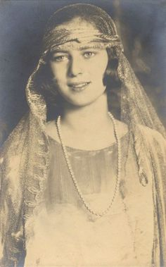 Princess Ileana of Romania (later Archduchess of Austria), think this royal was truly one of the most beautiful women of all times. Old Pictures, Old Photos, Vintage Photographs, Vintage Photos, Romanian Royal Family, Royal Blood, Royal Jewels, Prince And Princess, Kaiser