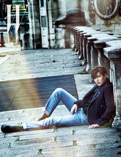 Lee Min Ho looking suave and stylish on the streets of Paris!
