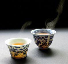Gong fu cha – the Chinese tea ceremony. At first, the little cups seem like a child's game of doll tea party – until you taste the tea and you are a convert. Pu Erh Tea, Tea Culture, Cuppa Tea, Tea Art, Tea Bowls, Tea Ceremony, Wabi Sabi, High Tea, Drinking Tea