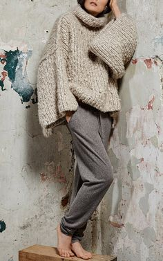 48 Popular Cashmere Sweater Ideas For Women Trends 2018 Knitwear Fashion, Knit Fashion, Look Fashion, Fashion Outfits, Cashmere Scarf, Cashmere Sweaters, Street Style Edgy, Cool Sweaters, Knitting Designs
