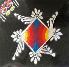 Take a look at these easy and simple rangoli designs. They can be easily made at home, try to make these easy and simple rangoli designs for festivals. Free Hand Rangoli Design, Small Rangoli Design, Colorful Rangoli Designs, Rangoli Designs Diwali, Beautiful Rangoli Designs, Rangoli Borders, Rangoli Border Designs, Rangoli Patterns, Rangoli Ideas