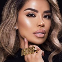 Bossy n Flossy ✨🤔 Loving these shots we did in Aspen with Maybelline!!! Wearing only my Big shot mascara + Hot Sand nude lipstick from @maybelline  Photo by the amazing @brandonlundby 📷✨ #iluvsarahii #mnytravels #maybellinepartner