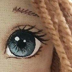 Big Little: Doll Making - Colouring the Eyes Doll Face Paint, Doll Painting, Diy Rag Dolls, Diy Doll, Doll Sewing Patterns, Sewing Dolls, Crochet Eyes, Crochet Dolls, Fabric Dolls