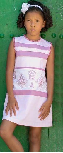 Vestido rosa paneles bordados