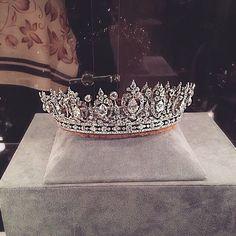 princess updo with tiara - princess updo _ princess updo hairstyles _ princess updos for kids _ princess updo wedding _ princess updo hairstyles prom _ princess updo hairstyles tiaras _ princess updo with tiara Royal Tiaras, Royal Jewels, Tiaras And Crowns, Crown Jewels, Pageant Crowns, Cute Jewelry, Jewelry Accessories, Mode Poster, Bridal Crown