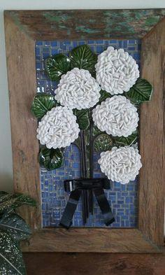 ideas for mosaic jug flowers Mosaic Wall Art, Mirror Mosaic, Mosaic Diy, Mosaic Garden, Mosaic Crafts, Mosaic Projects, Mosaic Tiles, Mosaic Stepping Stones, Stone Mosaic