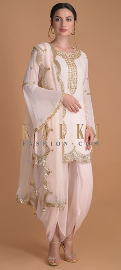 Powder Pink Suit In Georgette With Gotta, Zardosi And Pearls In Floral Pattern Online - Kalki Fashion Party Wear Indian Dresses, Designer Party Wear Dresses, Kurti Designs Party Wear, Dress Indian Style, Indian Fashion Dresses, Dress Designs, Indian Wear, Latest Pakistani Fashion, Kurta Designs
