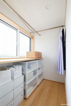 脱衣室の隣に設けたユーティリティコーナー。洗濯やアイロンかけの家事に嬉しいスペースです。 - #家づくり #木の家 #自然素材の家 #マイホーム計画 #プロダクトハウス #規格型住宅 #30坪の家 #ジョリパット #コンパクトな家 #小さな家 #pure #吹抜けのある家 #フルオープンサッシ #大きな窓 #デッキのある家 #和室 #お庭 #ガーデニング #新潟注文住宅 #長岡注文住宅 #ナレッジライフ #knowledgelife Pure Products, Closet, House, Home Decor, Armoire, Decoration Home, Home, Room Decor, Closets