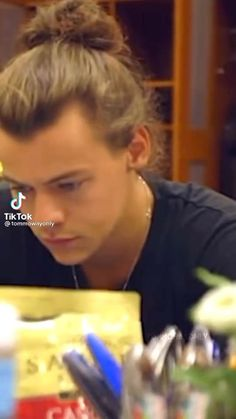 Harry Styles Songs, Harry Styles Smile, Harry Styles Funny, Harry Styles Edits, Harry Styles Baby, Harry Styles Pictures, Harry Edward Styles, One Direction Videos, One Direction Harry