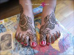 Arabic style henna feet by HennaLounge, via Flickr Type Tattoo, Lotus Tattoo, Tattoo Ink, Hindu Tattoos, Arm Tattoos, Sleeve Tattoos, Henna Mehndi, Mehendi, Bridal Henna