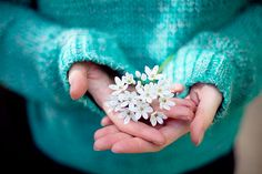 Treasures to Hold - white flowers ( turquoise blue ) Giving Hands, Turquoise Cottage, Flowers For You, Tiny Flowers, Shades Of Turquoise, Spring Has Sprung, Tiffany Blue, Spring Time, Bunt
