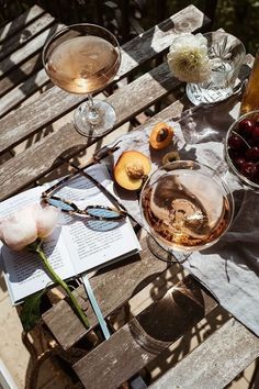 How to make the perfect brunch with friends? - How to make the perfect brunch with friends? How to make the perfect brunch with friends? Beige Aesthetic, Summer Aesthetic, Aesthetic Food, Mode Collage, In Vino Veritas, Aesthetic Pictures, Food Styling, Mood Boards, Summer Pictures