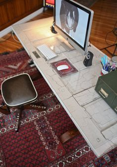 I love this for office desk. weathered recycled door as a desk top~DIY.i like this idea except i would have to put plexiglass on it to make it smooth Desk Top Ideas, Old Door Desk, Diy Desktop, Recycled Door, Old Doors, Decorating Small Spaces, Interior Design Tips, Home Projects, Decoration