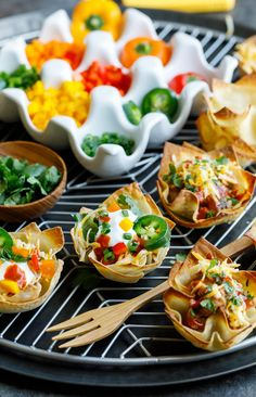 Vegetarian Wonton Taco Cups Recipe - Peas and Crayons Wonton Taco Cups, Wonton Tacos, Wonton Recipes, Vegetarian Wonton, Vegetarian Recipes, Snack Recipes, Chorizo, Guacamole, Wonton Wrappers