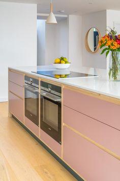 Funky Kitchen, Home Decor Kitchen, New Kitchen, Home Kitchens, Pink Kitchens, Kitchen Ideas, Plywood Cabinets Kitchen, Pink Kitchen Cabinets, Kitchen Units