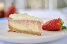 Strawberry-Cheesecake mit Dinkelkeksboden und frischem Schmandguss   Cremiger Käsekuchen   Jetzt auf meinem Blog   LIEBE & KOCHEN